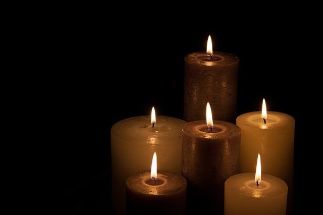 candles-224565_640
